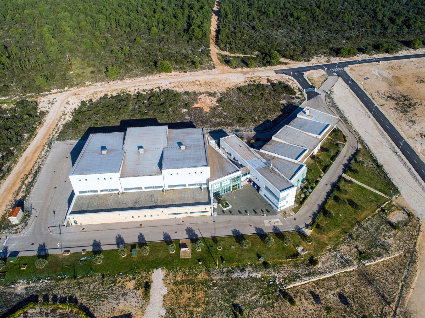 Isplaćen kredit od 15 milijuna kuna za novu osnovnu školu i dvoranu u Sv. Filip i Jakovu