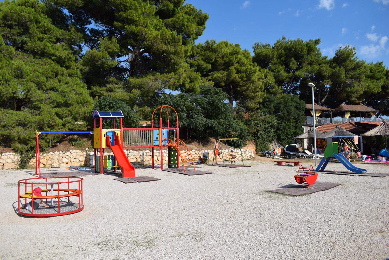Dječje igralište na plaži Iza Banja