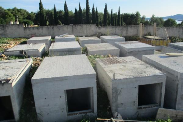 SVETI FILIP I JAKOV: Izgradnja 36 grobnica na novom groblju, 1. faza