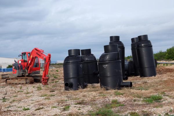 Sv. Filip i Jakov: Kanalizacijski i vodni sustav u Rabatinu